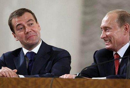 Медведев о работе с Путиным: Всем надо расслабиться, тандем - это надолго